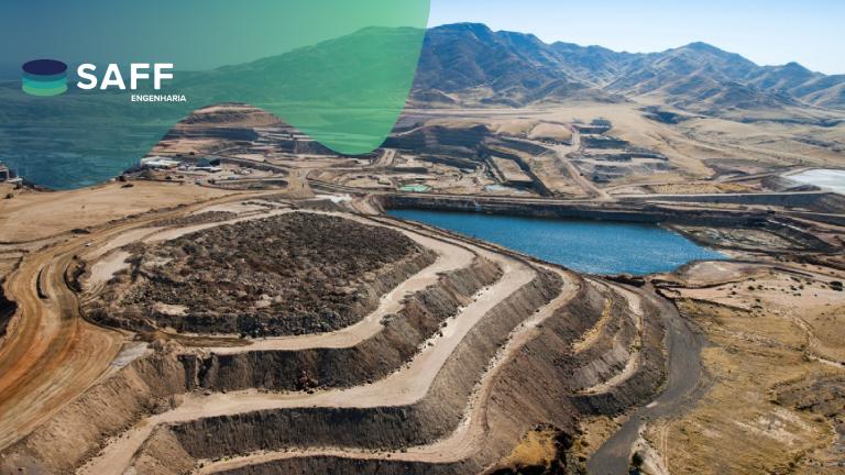 Fotografia de uma pilha (mineração) para auxiliar na compreensão dos modelos geotécnicos