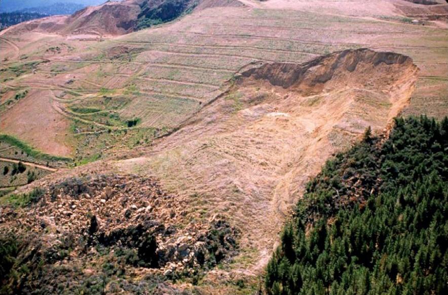 Fotografia da ruptura da Pilha de Estéril da Hayden Hill Gold Mine