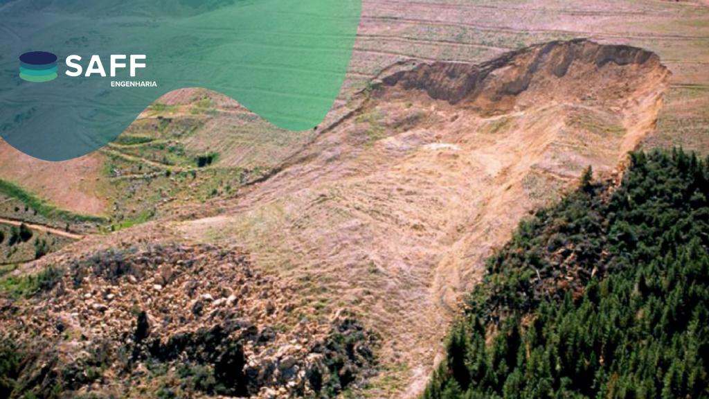 Fotografia de um deslizamento de uma pilha de estéril